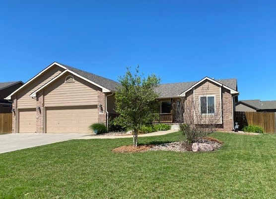 For Sale: 1117 N Lake Edge Dr, Goddard KS