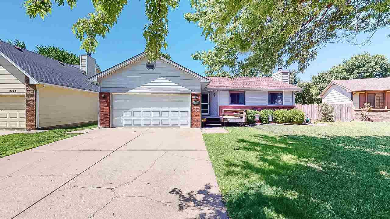 Looking for a great family home, in Maize school district, on a cul-de-sac? Well then, this is your