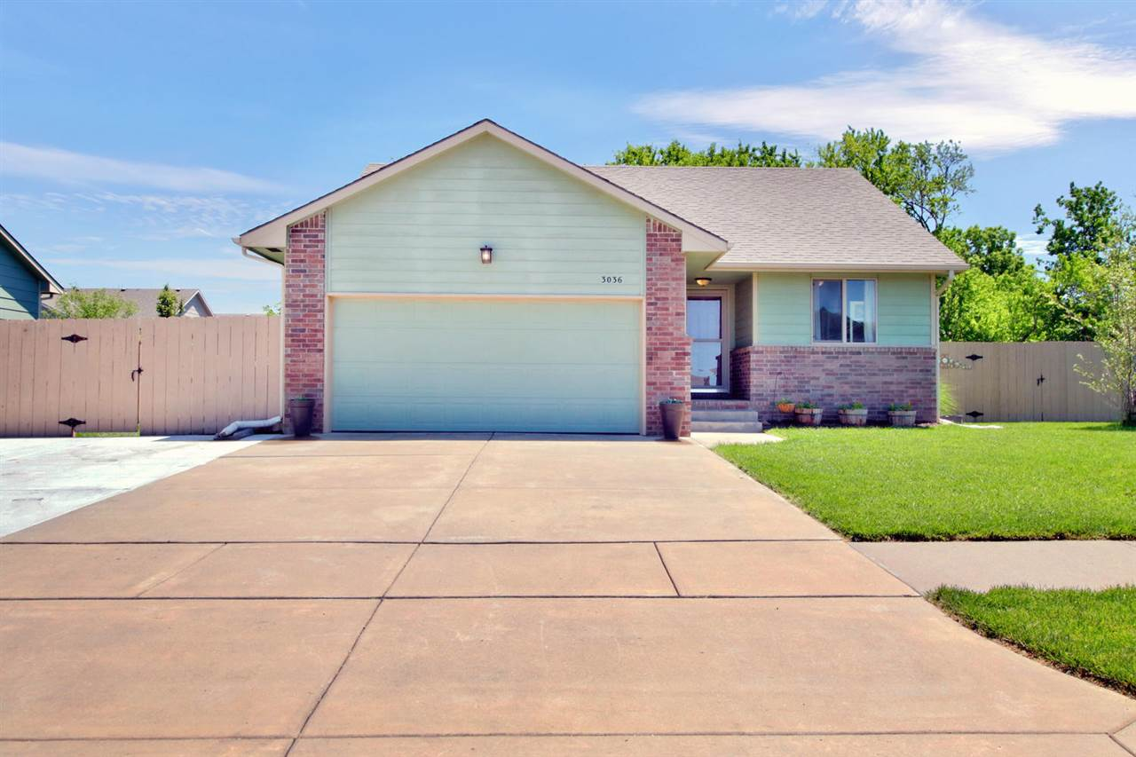 Don't miss out on this wonderful home! Great open concept with a split bedroom plan for privacy. Mai