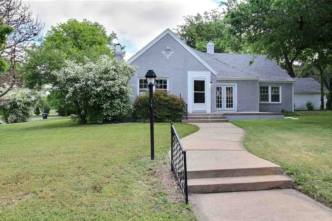 Beautiful updated Home, inside and out, in Sleepy Hollow/College Hill. New paint, inside and out, ne