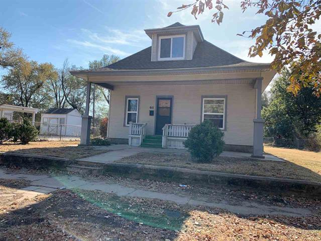 For Sale: 611 W 7th Ave, Hutchinson KS