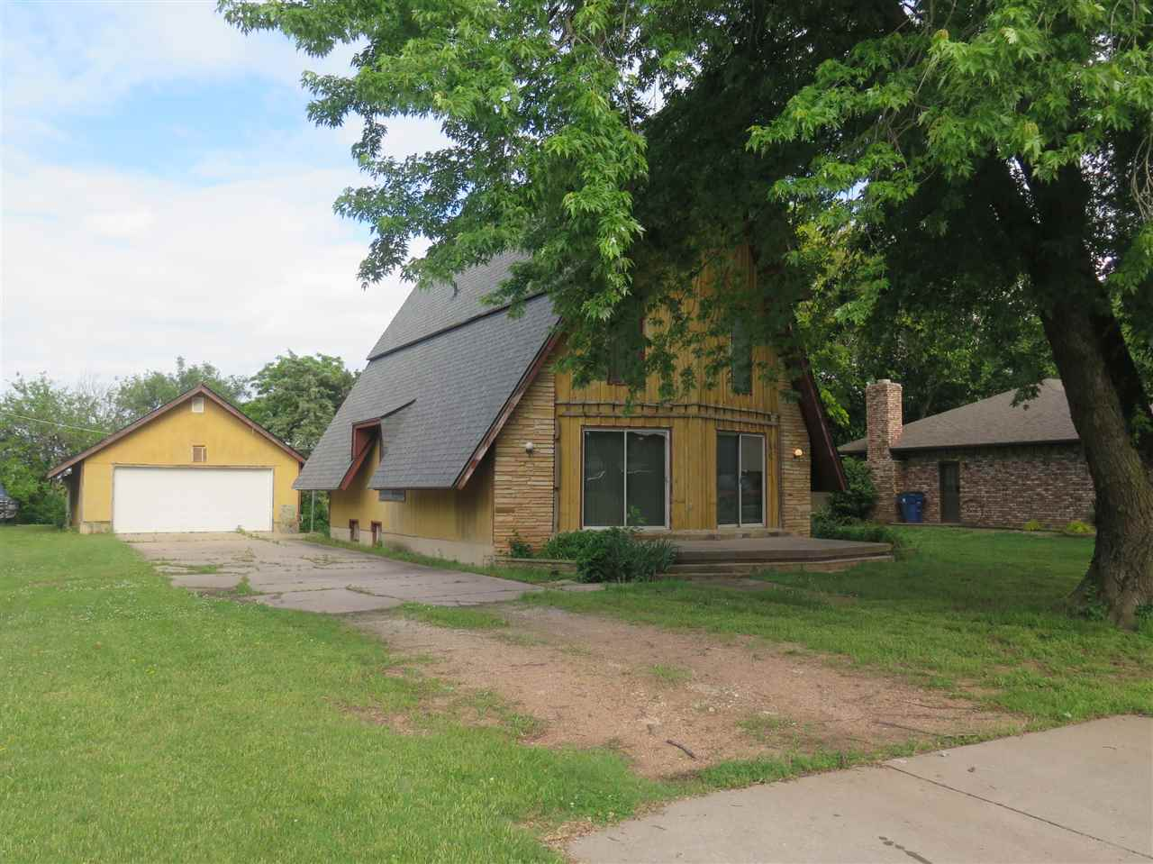 Priced below country appraisal!!!!! This is a one of kind home with a perfect half acre lot! It feat