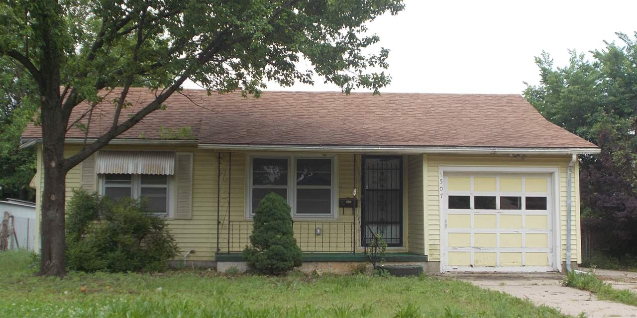 What a charming home.  This home is a 2 bedroom 1 bath home with a one car garage.  This home has br