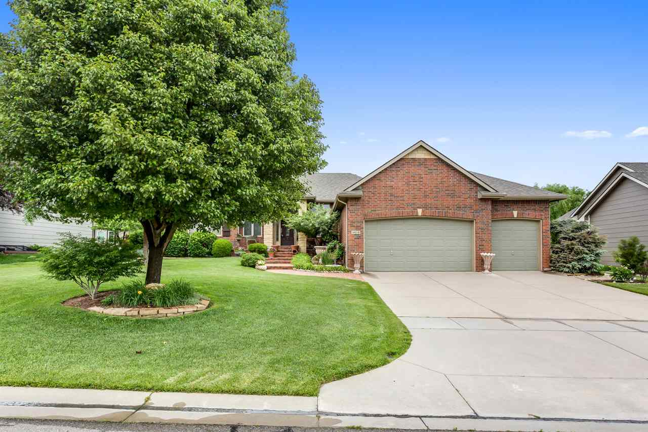 Welcome home to this fabulous move in ready ranch complete with a great open floor plan for easy ent