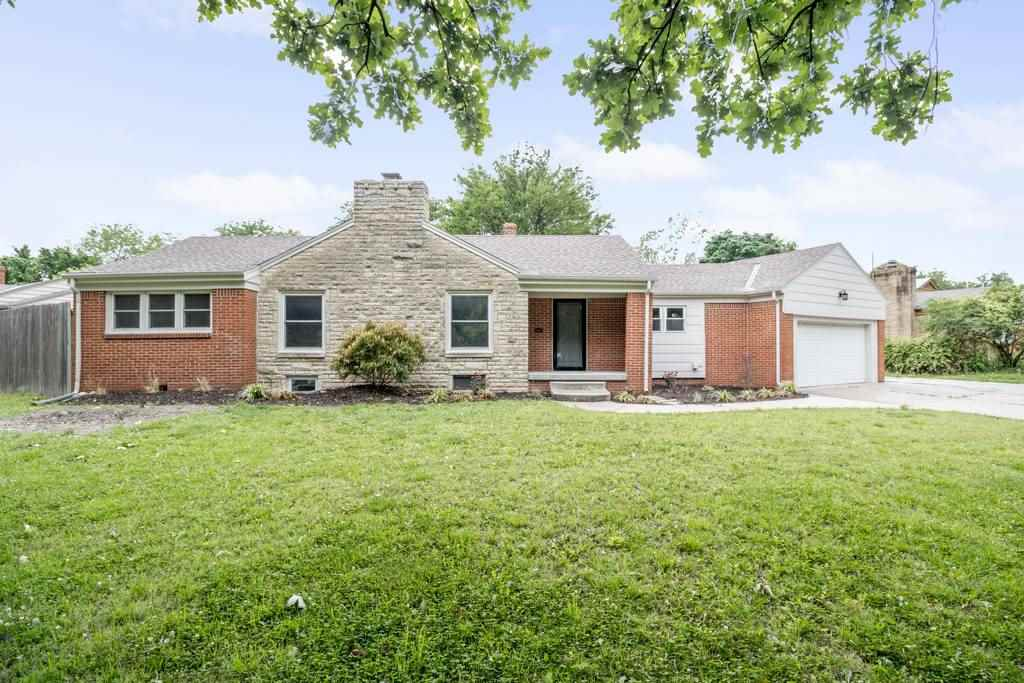 You will not want to miss out on this tastefully updated, 3 Bedroom, 2.5 Bath home just east of Cent