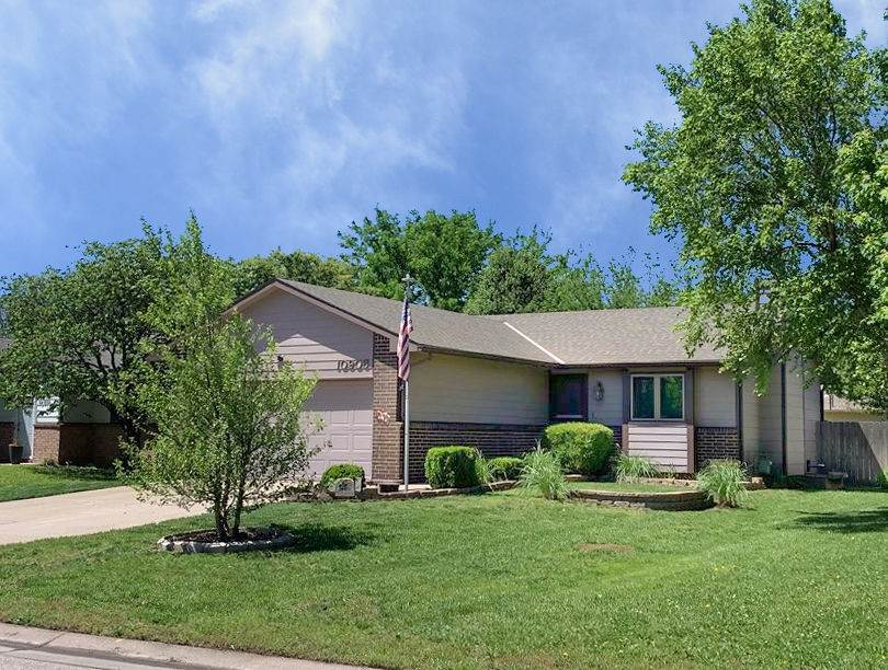 AFFORDABLE 3 BED 2 BATH RANCH IN GODDARD SCHOOLS! WALK INTO A LARGE LIVING AREA WITH VAULTED CEILING