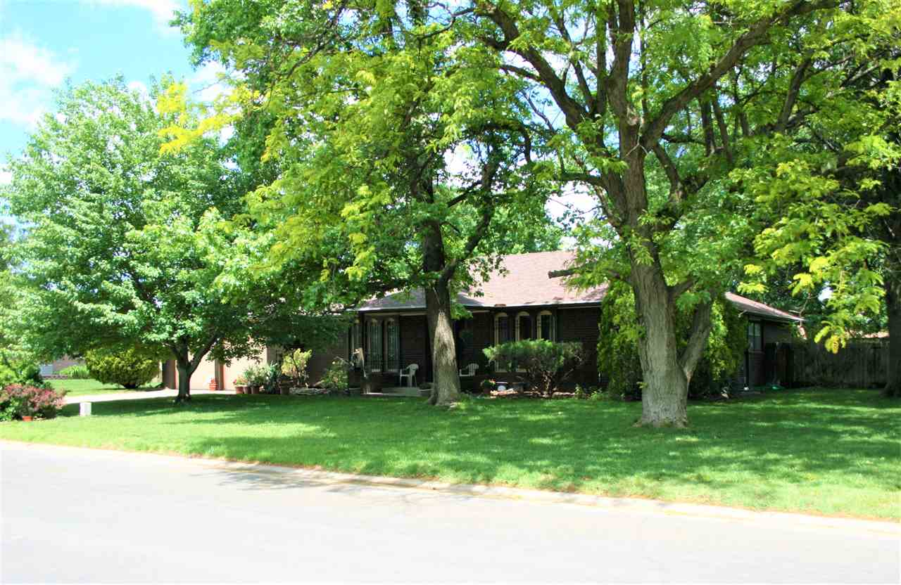 Full brick home, over 3,500 sq ft on shy 1/2 acre lot in lovely Benjamin Hills Estates. 3 BR/3 BA, 2