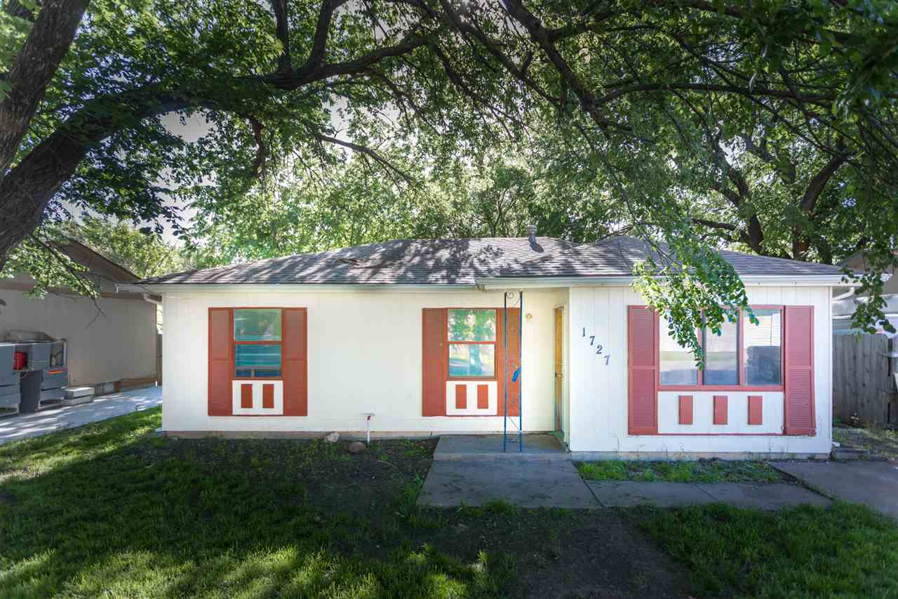 Great 1st starter home or rental property. 3 bedroom, 1 bath. Large fenced backyard.