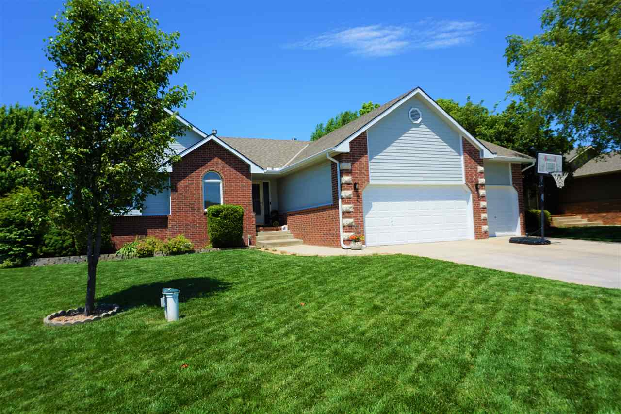 Beautifully maintained ranch home with open floor plan in northwest Wichita that is close to shoppin
