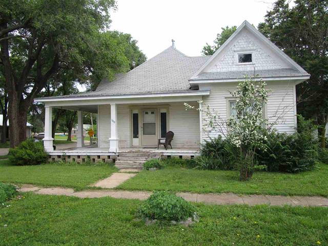 For Sale: 300 E Thornton St, Moundridge KS