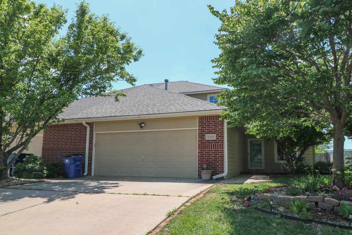 "Super patio home off the ""main drag"" and it's waiting for you!  You'll have a main level master suit"