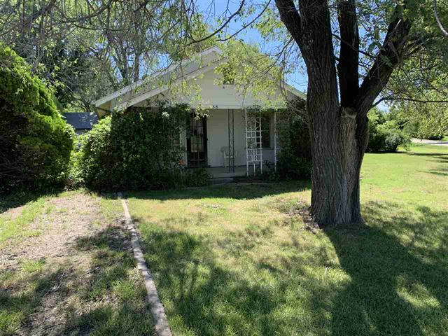For Sale: 558 S Pleasantview Dr, Andover KS