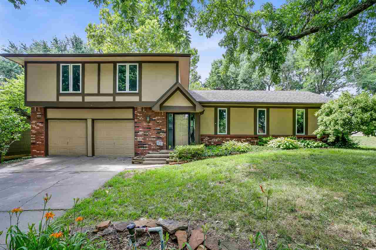 ~Fresh Paint and Brand New Carpet~ Awesome move-in ready two story house with NO SPECIAL TAXES locat