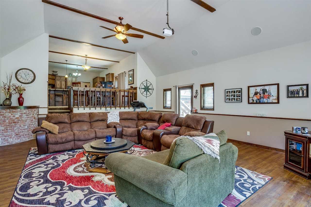 For Sale: 11636 S DIAMOND RD, Augusta KS