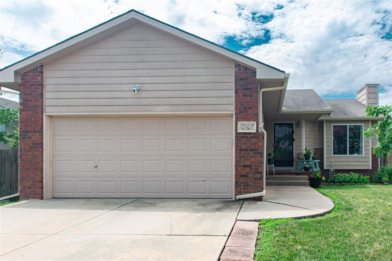 Beautifully maintained 3 bed, 2 bath home in Mulvane! Upstairs you'll find an open floor plan, vault