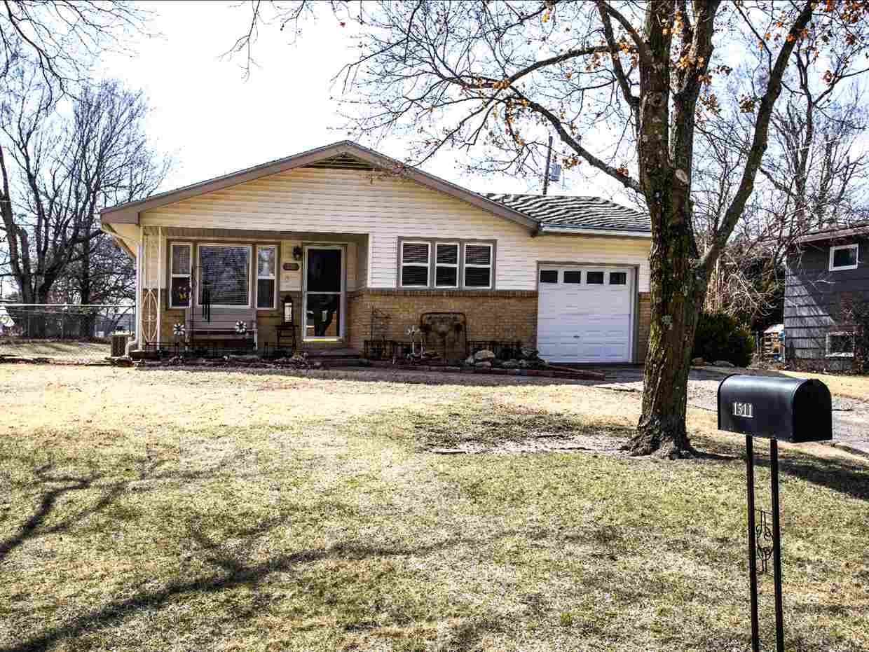Wonderful well cared for ranch home, ready for its new owner! Easy to maintain with vinyl siding and