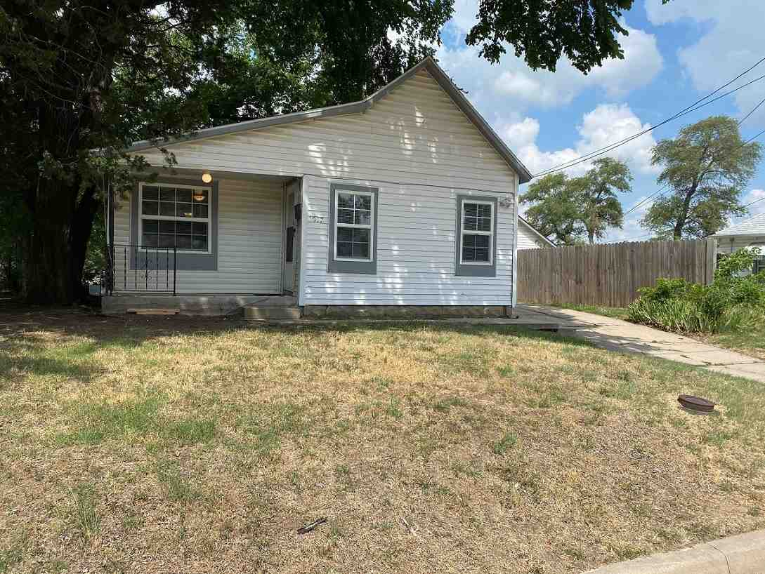Charming 3 bedroom home in great Southwest Wichita area, within walking distance to Friends Universi