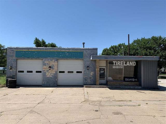 For Sale: 221 W River Rd, Eureka KS