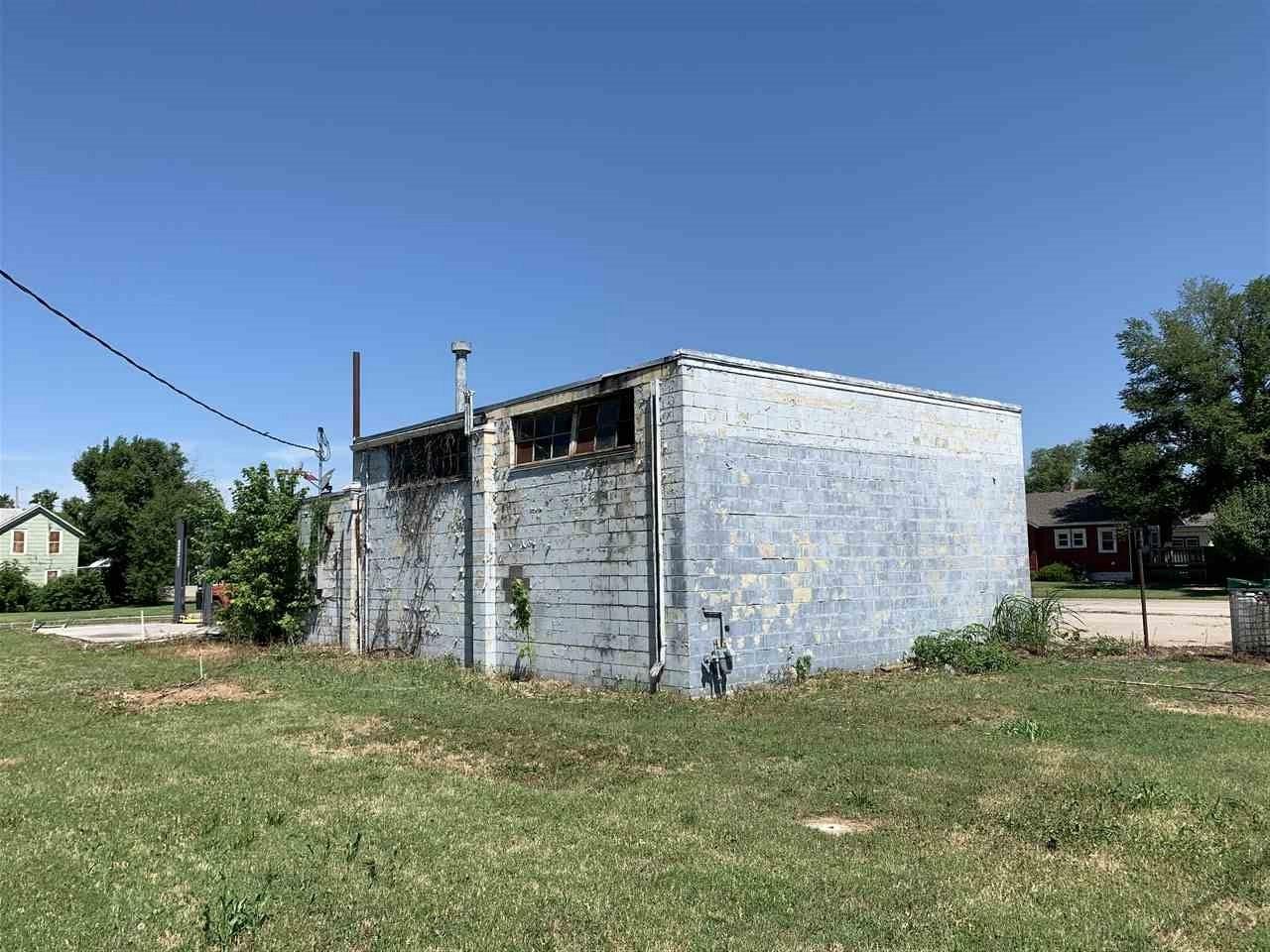 For Sale: 221 W River Rd, Eureka KS
