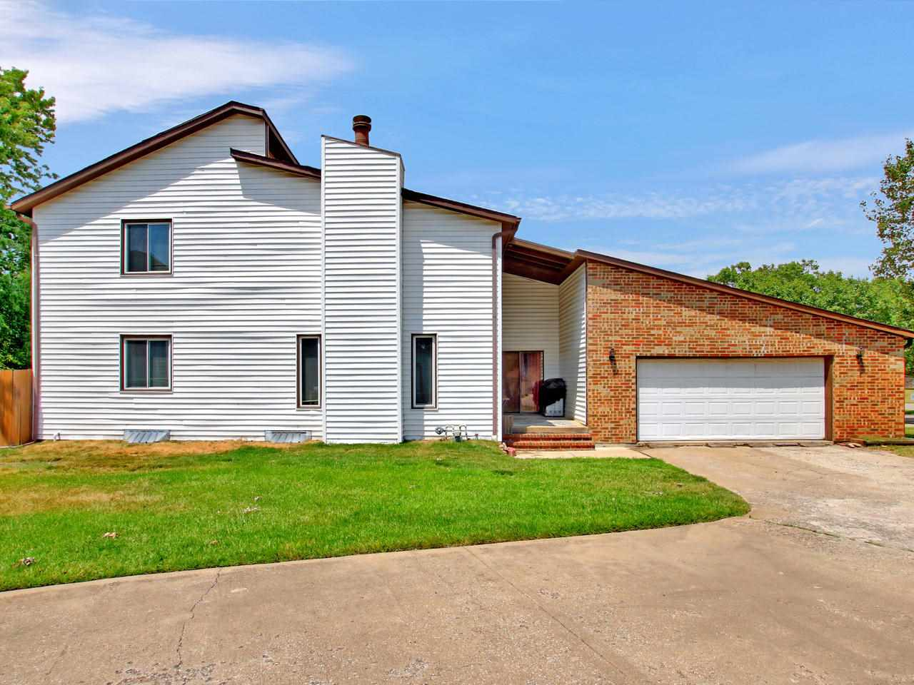 Large 3 bedroom twin home in a quiet NE Wichita neighborhood, close to shopping and restaurants.  Ma
