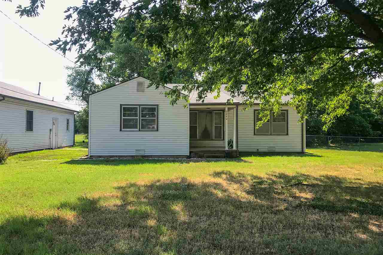 ONSITE REAL ESTATE AUCTION ON SATURDAY, AUGUST 8TH, 2020 AT 12:00 PM. CLEAR TITLE AT CLOSING, NO BAC