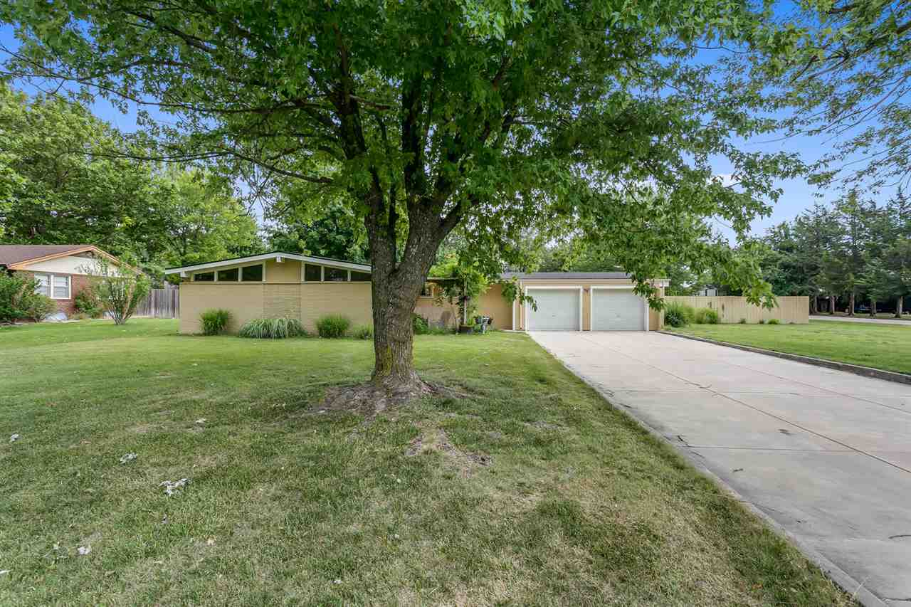 Rare find of a mid-century modern on approx 1/2 acre lot in the heart of Andover school district. Th