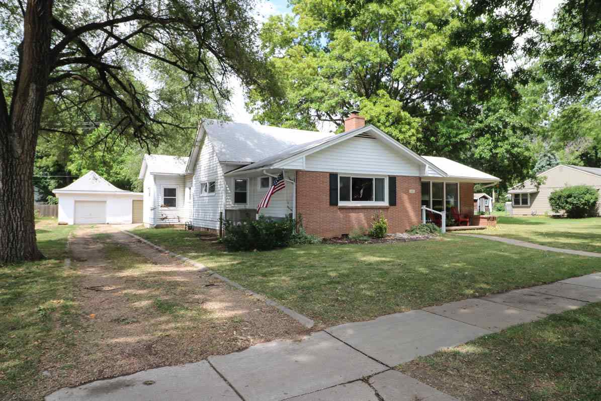 Move right into this nicely oversized ranch on a beautiful street in Mulvane!  Brick and vinyl exter