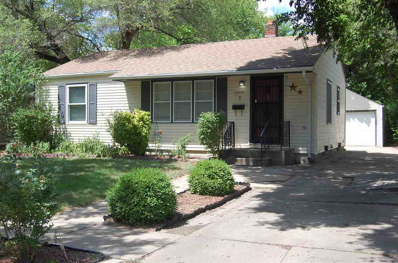Great home for a 1st time buyer - make great memories in this home just as the seller has!  So much