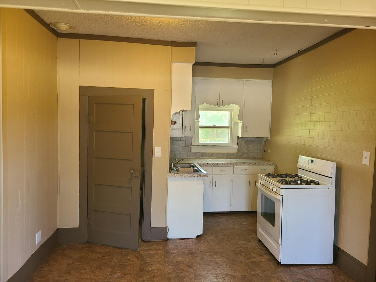 For Sale: 812 S JEFFERSON AVE, Wellington KS