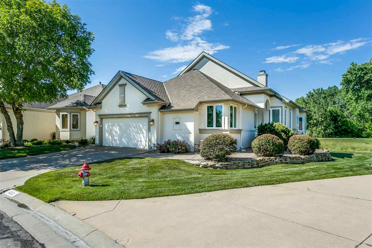 Beautiful, spacious and well maintained patio home in the Willowbend Heights Golf Villas.  Great roo