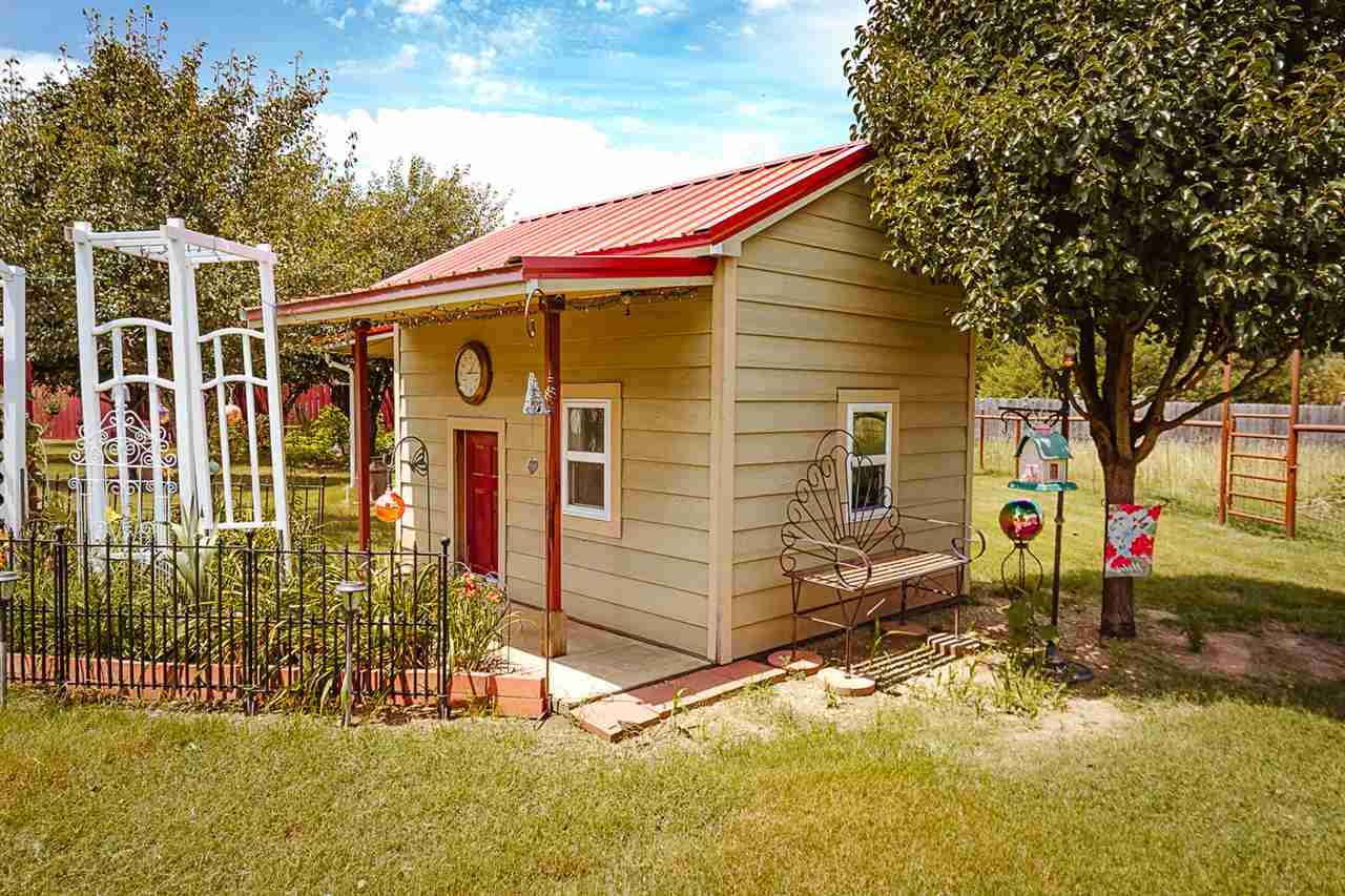 For Sale: 2826 E Vine Ave, Parkerfield KS