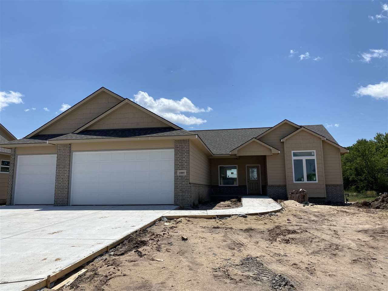 Vision Custom Homes brings the Award Winning Topaz Design to Arbor Creek! Are you looking for Zero E