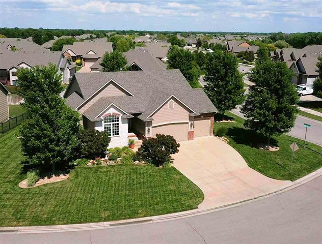 For Sale: 820 N Crescent Lakes Ct, Andover KS