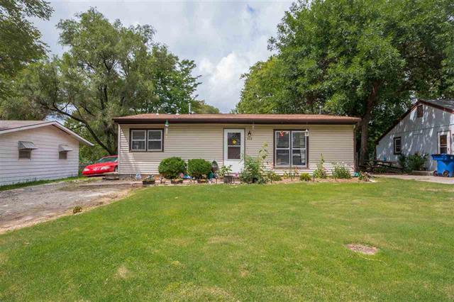 For Sale: 908 SE 2nd St, Newton KS