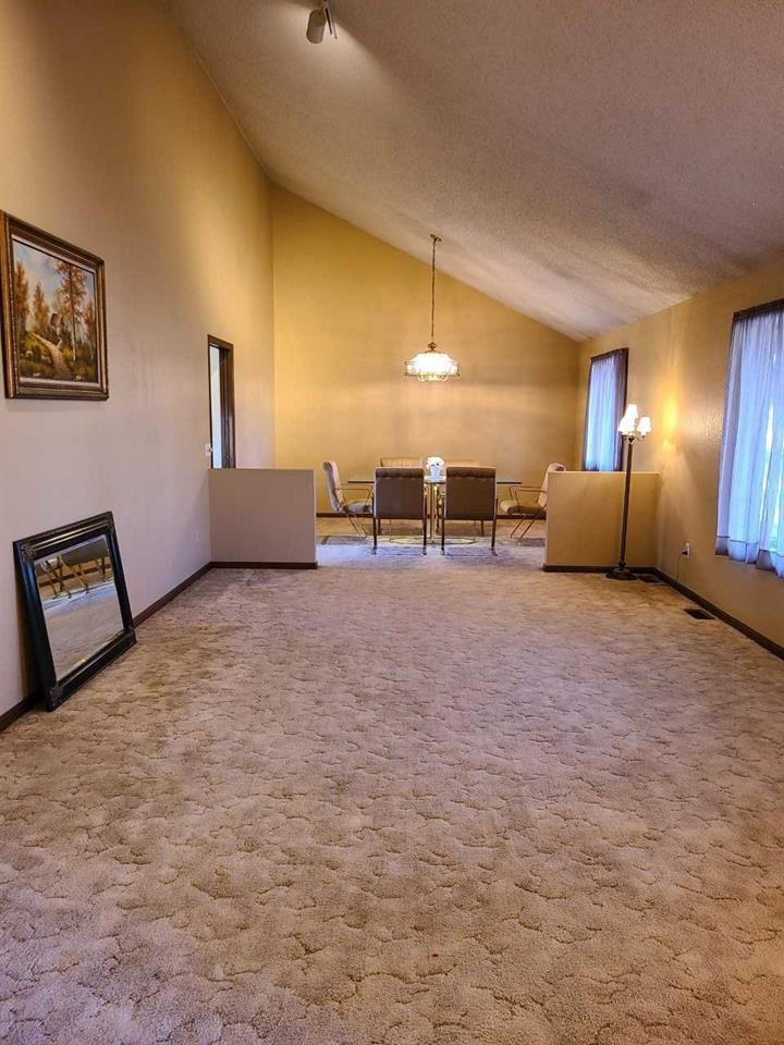 For Sale: 1118 E 9TH ST, Wellington KS
