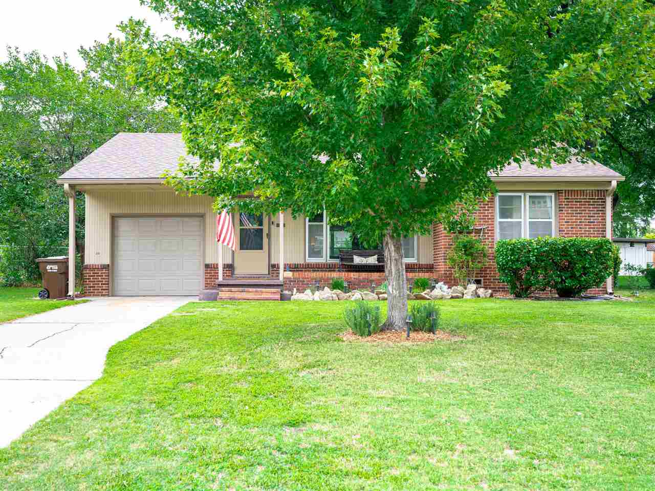 ***Home does not sit directly on George Washington..It sits on a frontage road*** Charming Brick Ran