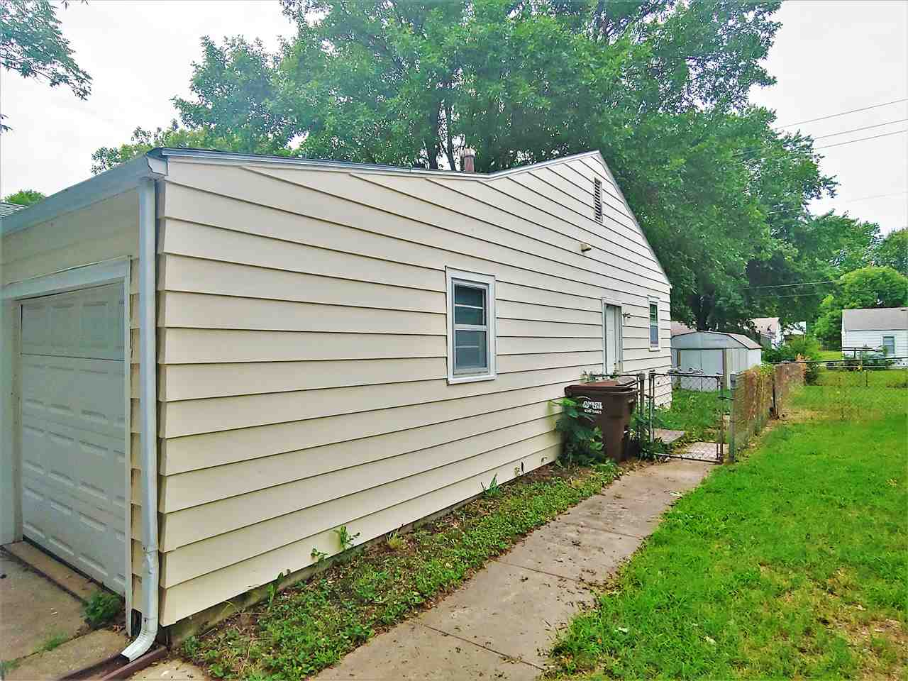 For Sale: 2331 S Dellrose St, Wichita KS