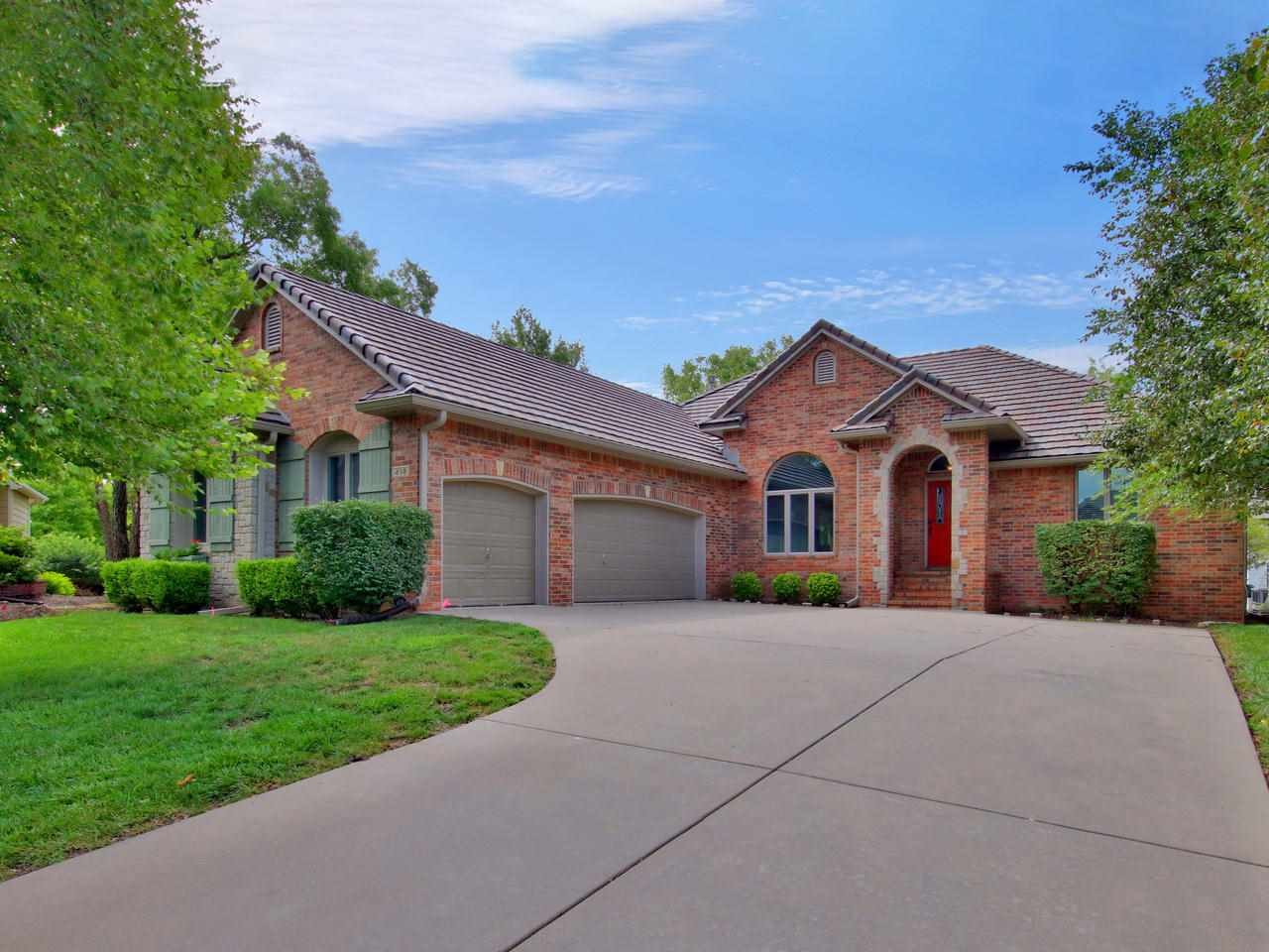 Gorgeous 6 bedroom home in Bridgefield Addition. Andover Central school district. No specials to wor