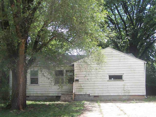 For Sale: 214 E Mill St, Wellington KS