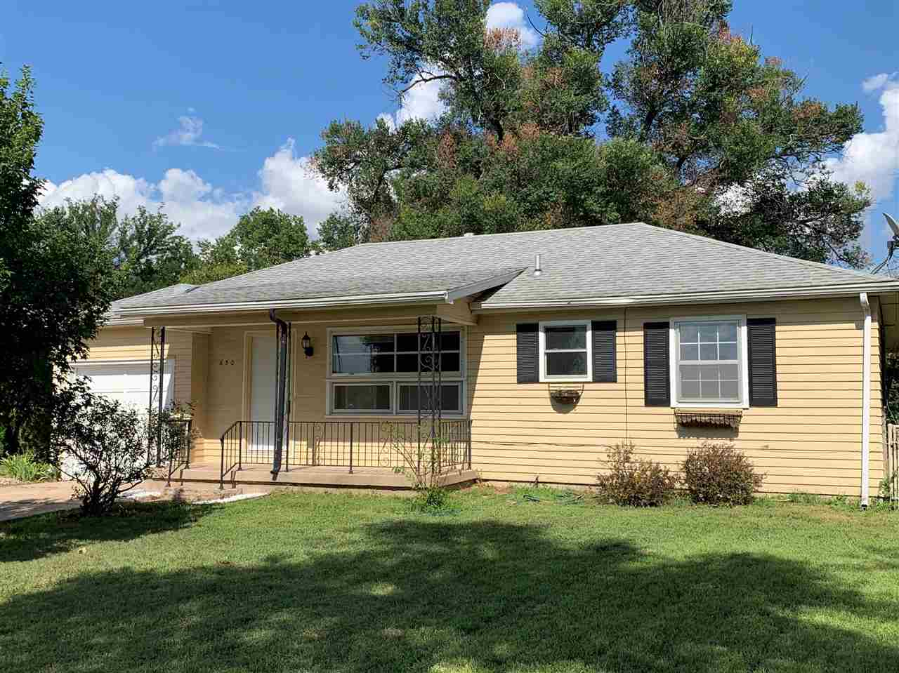Super cute home close to all the conveniences of West St and just minutes away from the amenities in
