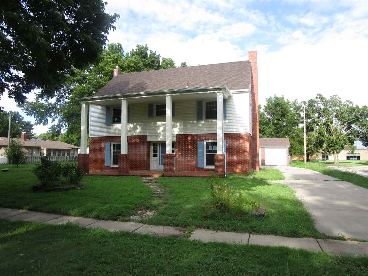 320 S Willow St, Douglass, KS, 67039