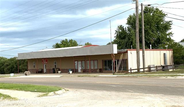For Sale: 304 W Fowler Ave, Medicine Lodge KS