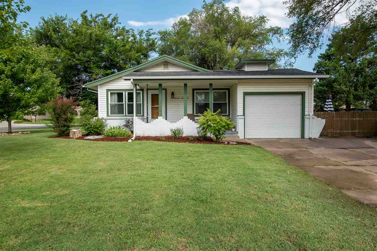 Welcome Home to this adorable Northwest Wichita home! Conveniently located to Sedgwick County Park a