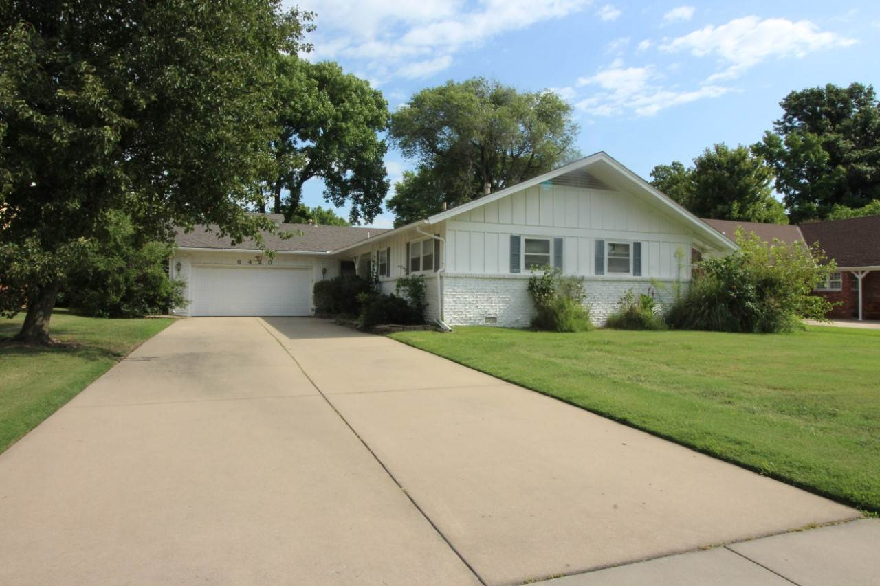 Spacious Ranch home in wonderful neighborhood.  Perfect for someone wanting to add their colors and