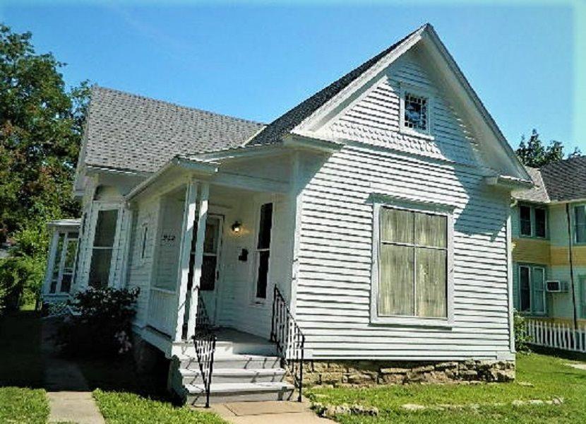 For Sale: 902 E 10th, Winfield KS