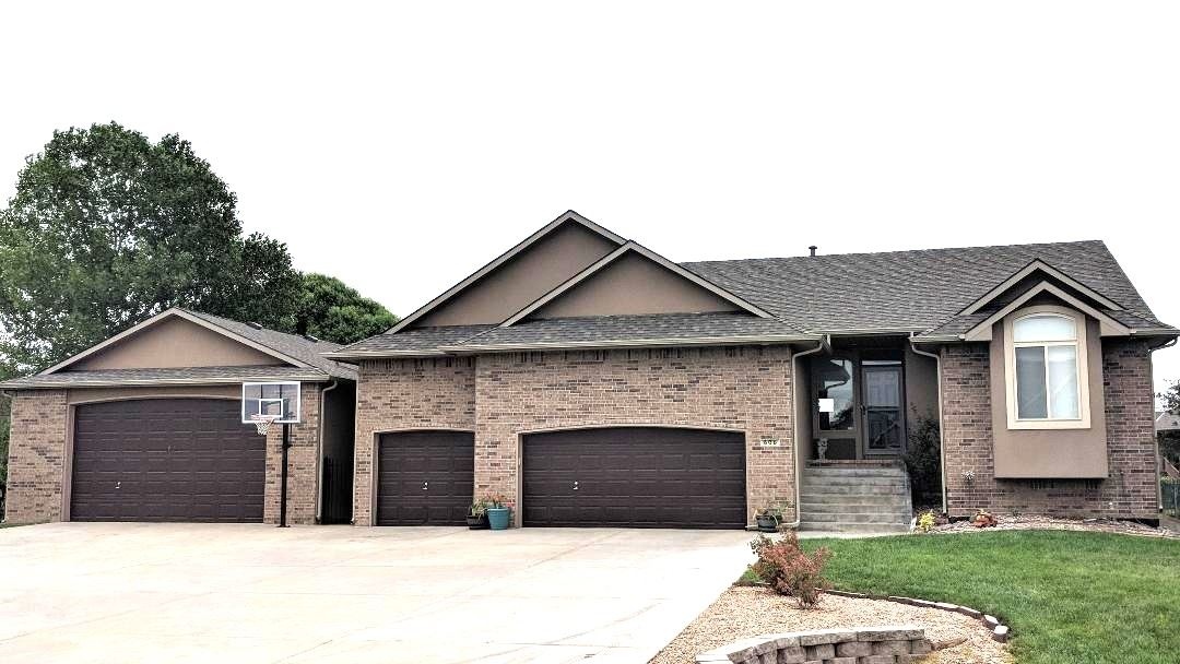 Spacious stunning home out of the city but yet close to the highway and west side of Wichita. Home s