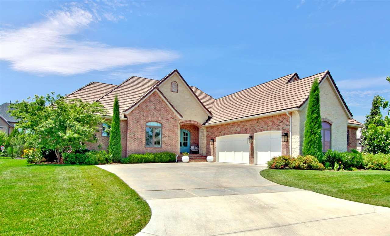 OPEN SUNDAY AUGUST 9, from  2-4! An exceptional Patio Home offering in prestigious Oak Creek!  Locat