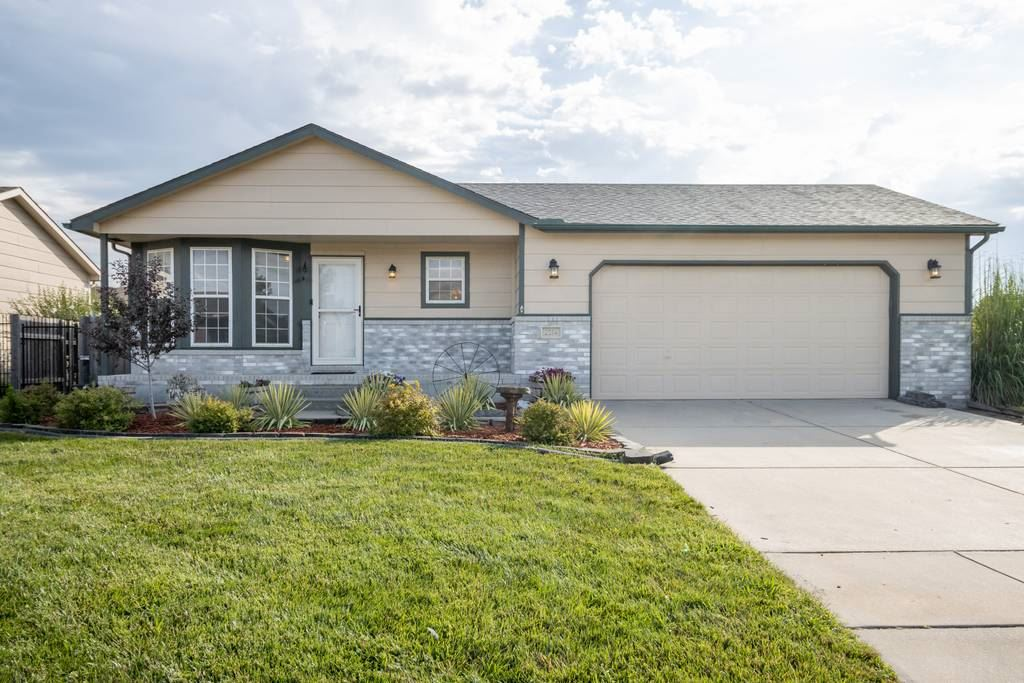 Welcome home to this move-in ready 3 bed/2 bath/2 car home in the Goddard High school district.  Fro