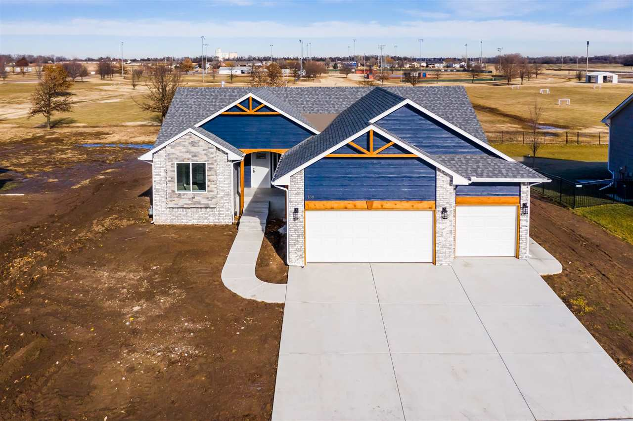 For Sale: 1108 E Park Glen St, Clearwater KS