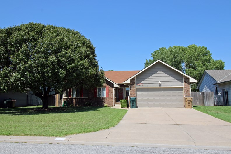 Recently updated 4 bedroom 3 bath home located on a cul-de-sac.  The location gives you easy access